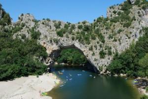 Le pont d'arc des gorges de l'Ardèche